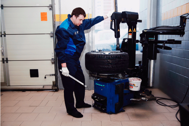 Качественный и профессиональный шиномонтаж на оборудовании Хофман в Авто Игл